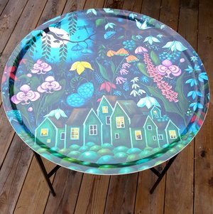Dreamland. Traytable with 65 cm large round tray.